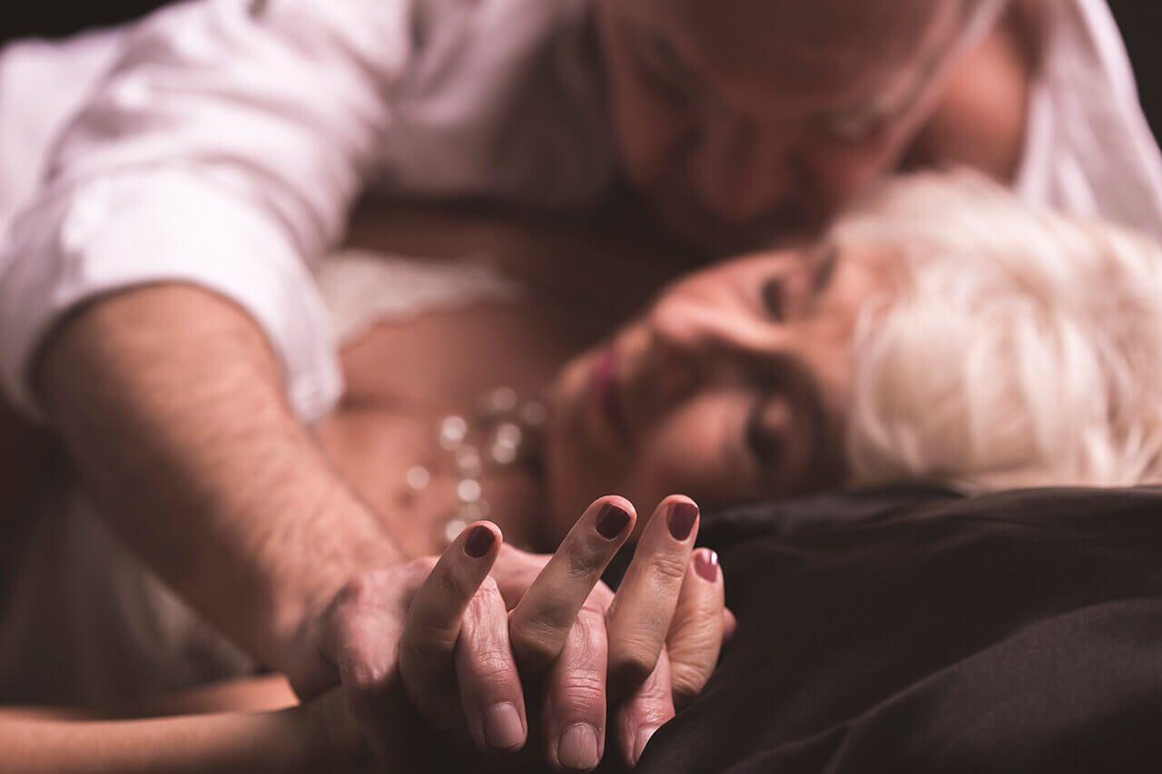Il segreto di una vita sessuale felice? Sentirsi giovani a ogni età